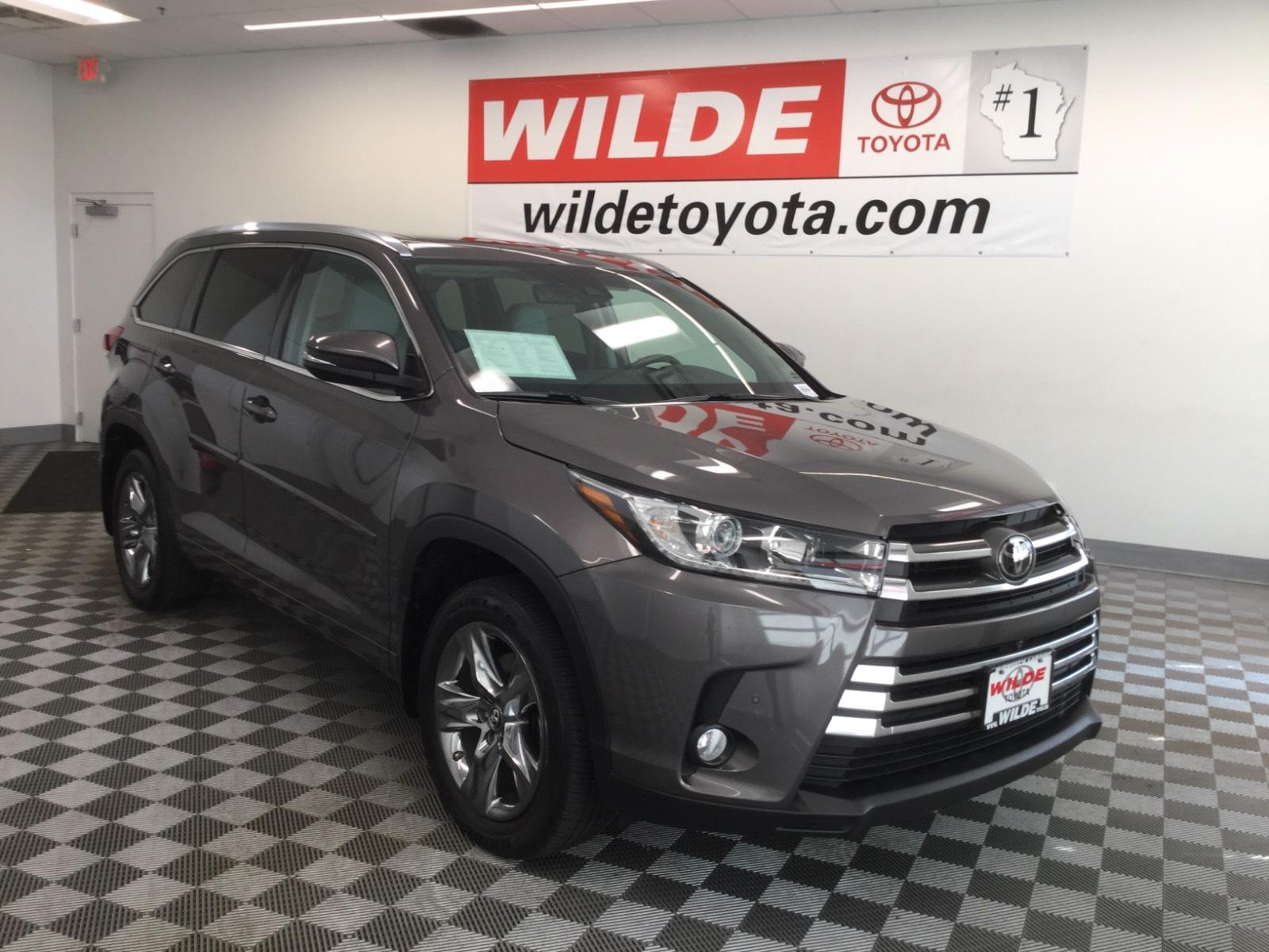 Pre-Owned 2017 Toyota Highlander Limited Platinum V6 AWD