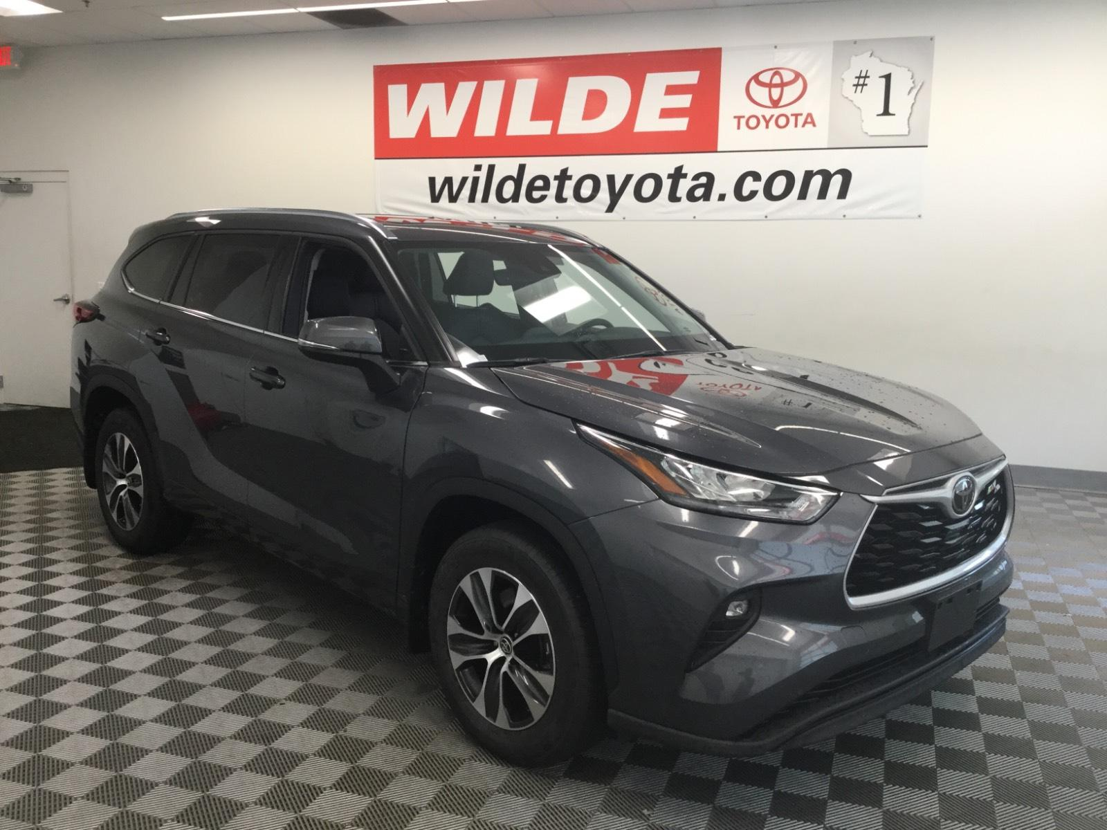 Pre-Owned 2020 Toyota Highlander XLE AWD