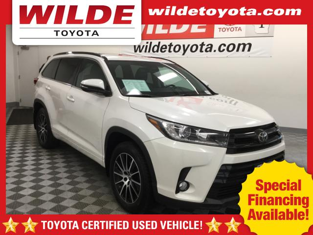 Certified Pre-Owned 2017 Toyota Highlander SE V6 AWD