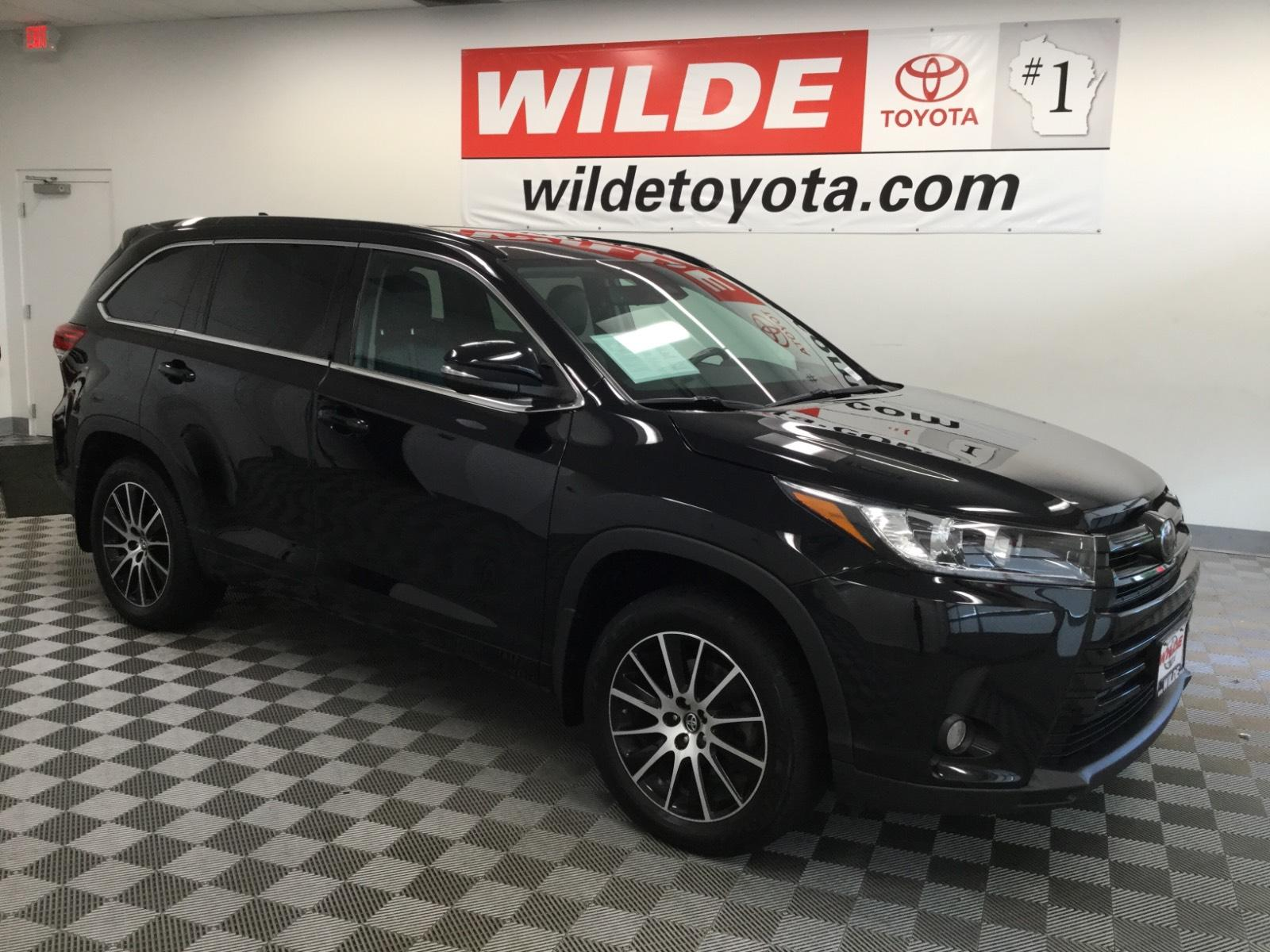 Pre-Owned 2017 Toyota Highlander SE V6 AWD