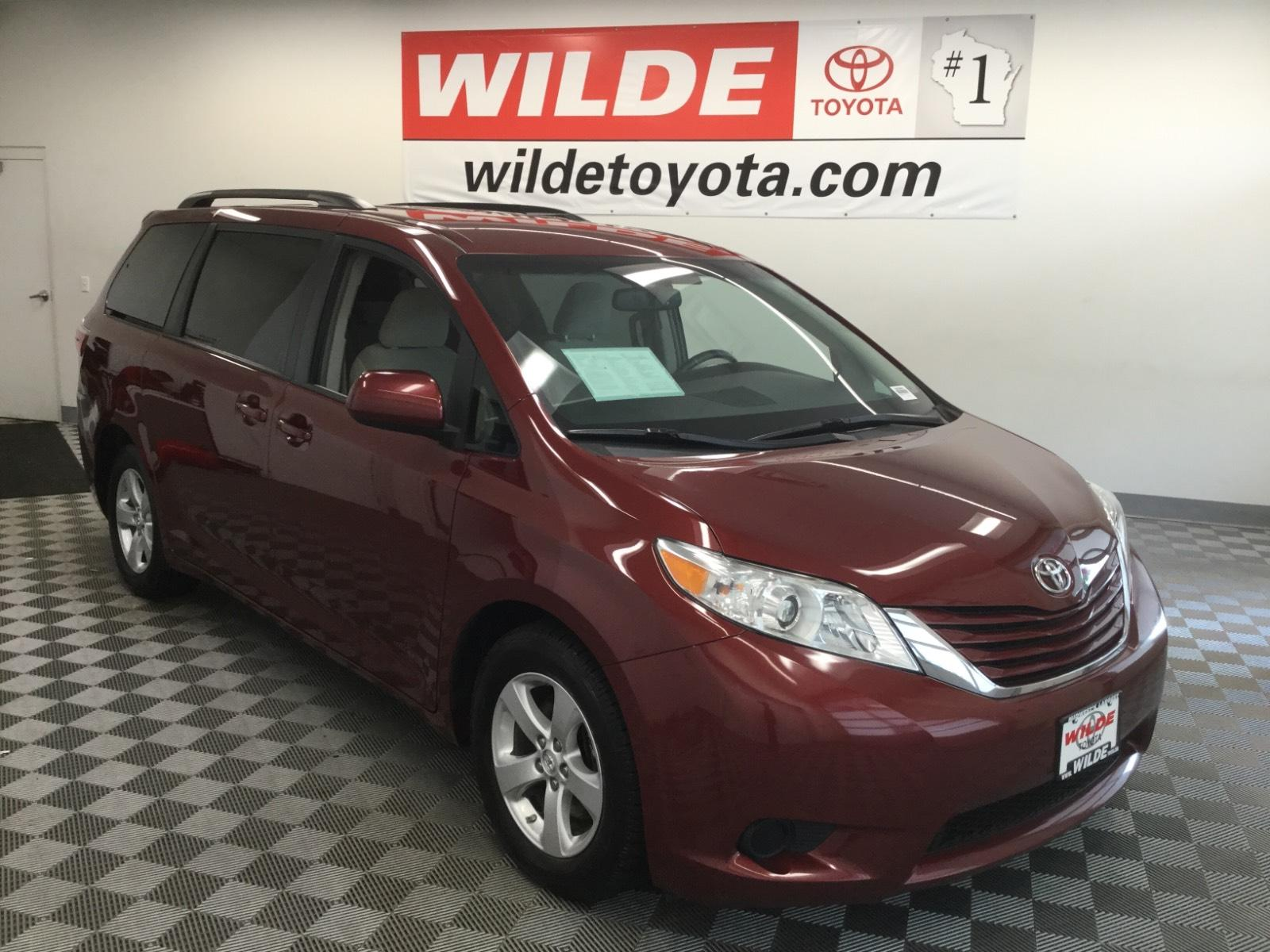 Pre-Owned 2017 Toyota Sienna LE FWD 8-Passenger