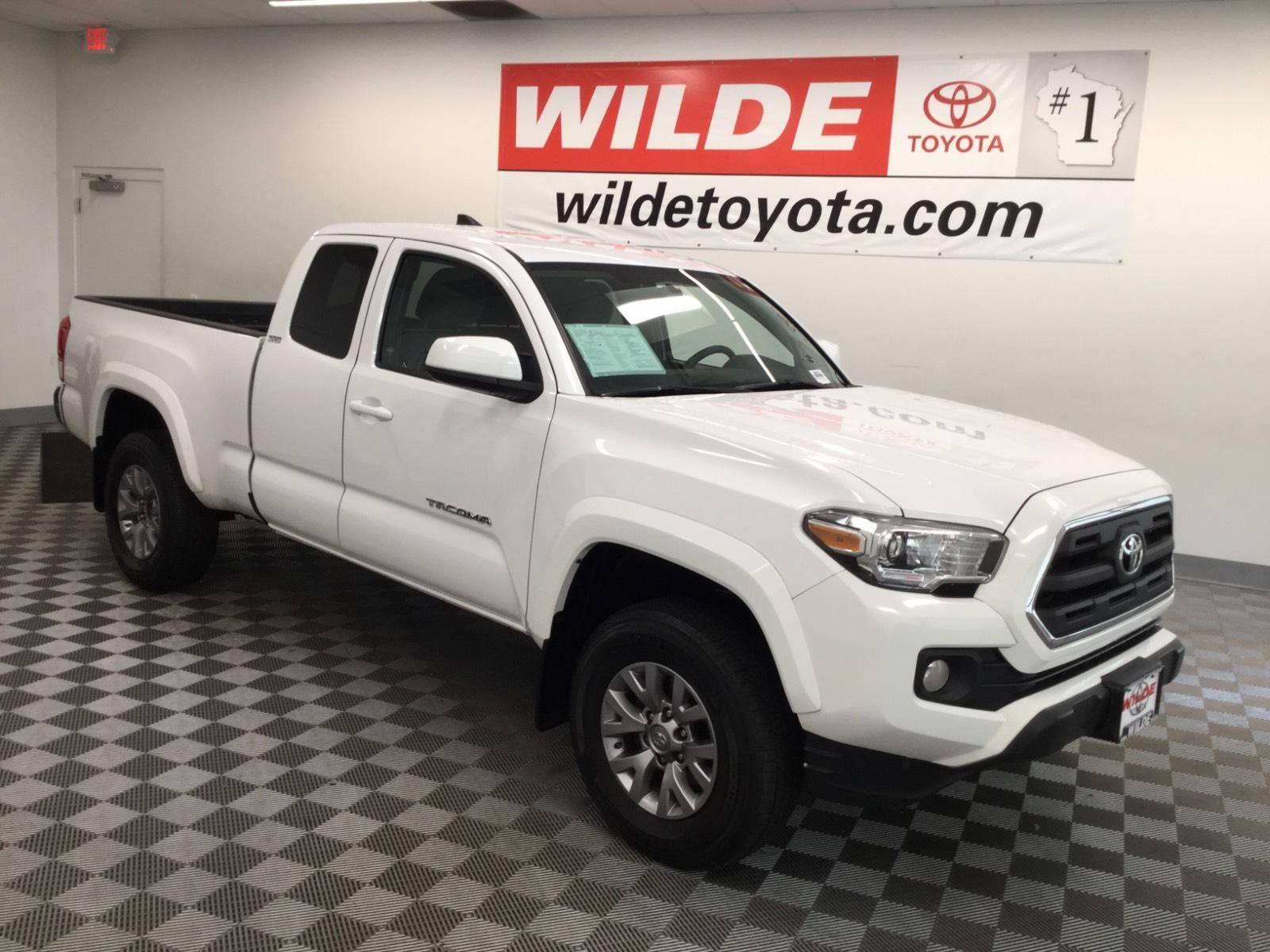 Pre-Owned 2017 Toyota Tacoma SR5 Access Cab 6' Bed I4 4x4 AT