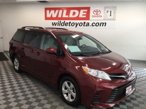 Pre-Owned 2018 Toyota Sienna LE FWD 8-Passenger